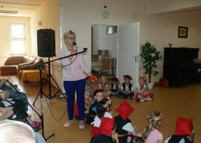 Impreza wDPS – dzieci tańczą Poloneza